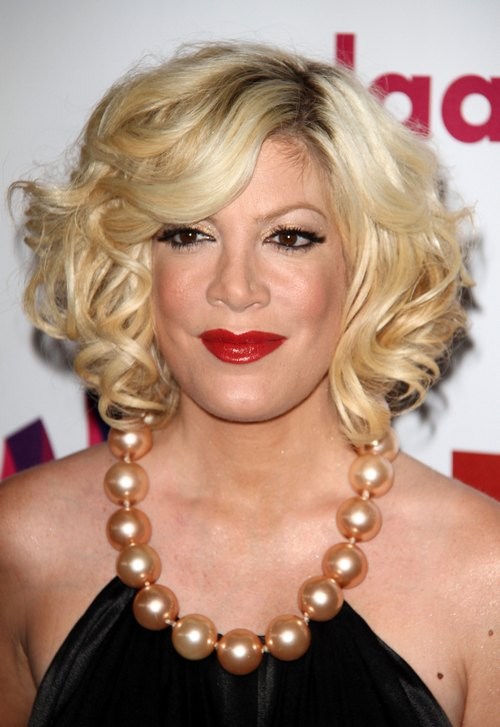 tori spelling make up too much