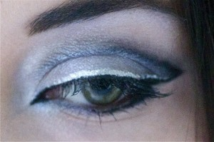 maquillage yeux felins de chat