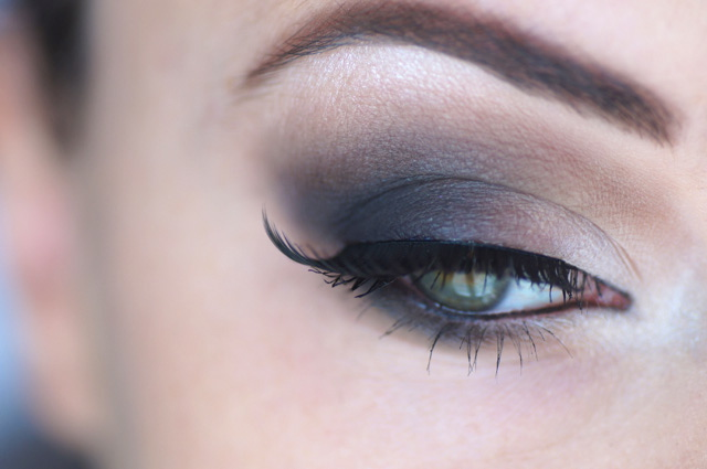 maquillage des yeux avec palette naked basics urban decay