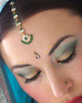 maquillage dore or bollywood des yeux