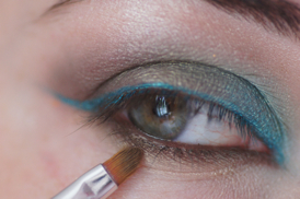 maquillage des yeux turquoise