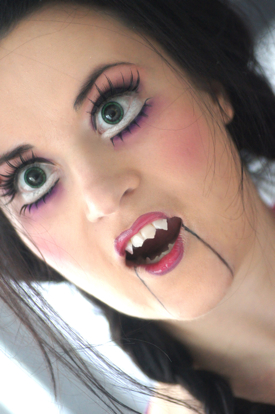 Maquillage halloween vampire doll dieu cr a la femme - Maquillage poupee halloween ...
