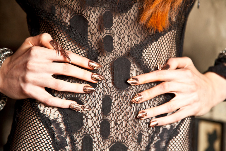 manucure-extravagante-ongles-metal